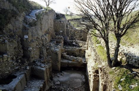 Troja: Ausgrabungen mehrerer Schichten [am Schliemann-Graben] (1997)