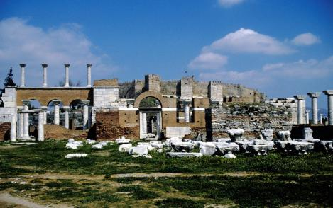 Ephesos: Johannes-Basilika und [dahinter] Zitadelle (1997)