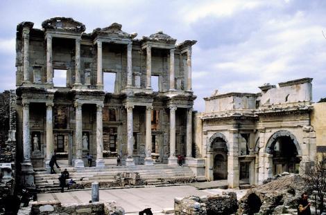 Ephesos: Celsus-Bibliothek und Agora-Tor (1997)