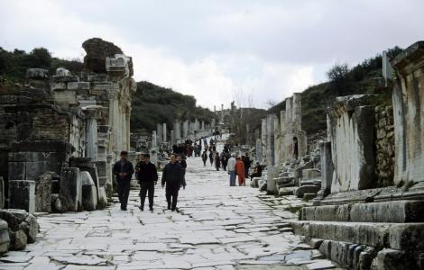 Ephesos: Kuretenstraße, links Hadrianstempel (1997)