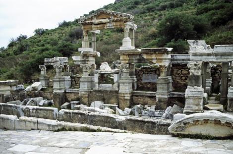 Ephesos: Trajansbrunnen (1997)