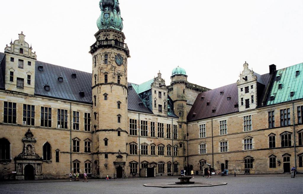 Helsingör: Schloss Kronborg - Innenhof (2001)