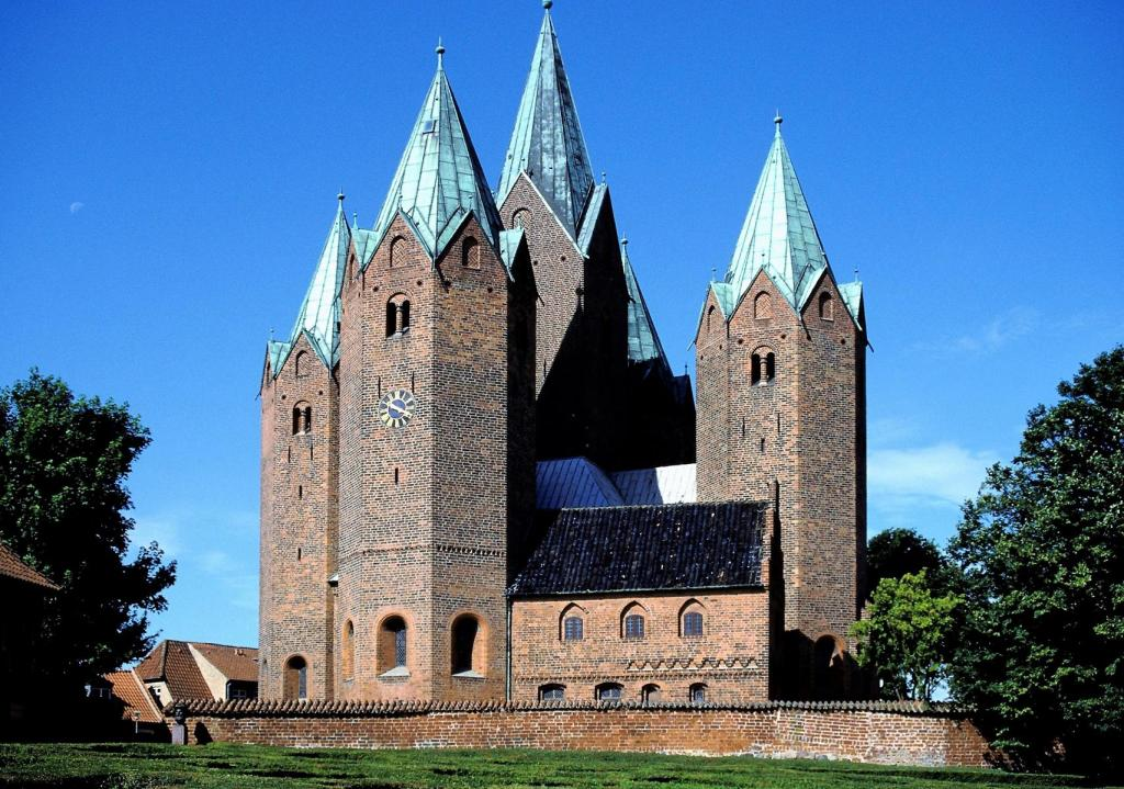 Kalundborg: Kirche (2001)
