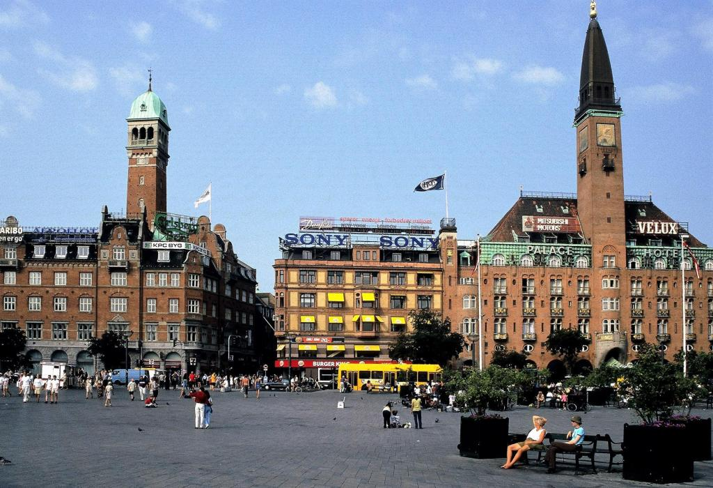 Kopenhagen: Rathausplatz (2001)