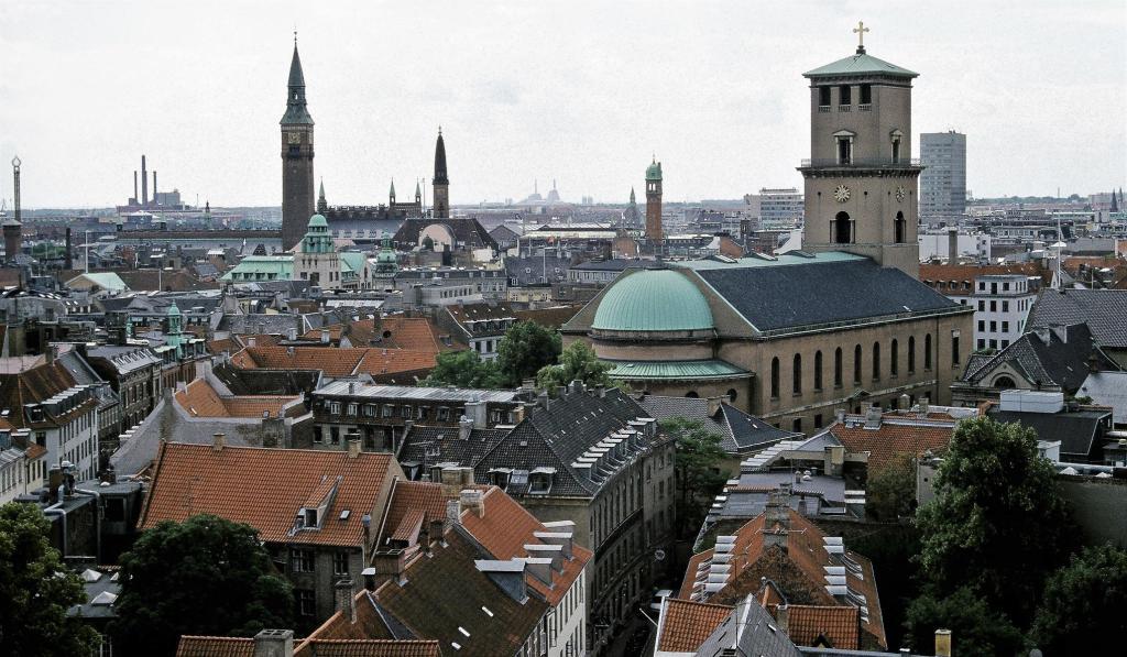 Kopenhagen: Runder Turm - Blick zu Rathaus und Liebfrauenkirche (2001)