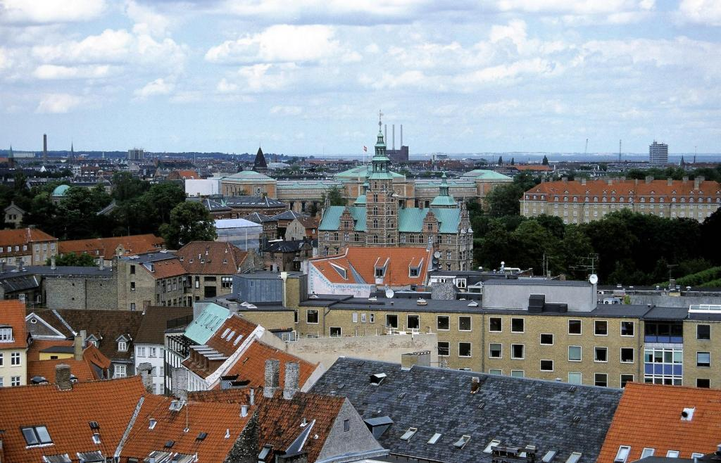 Kopenhagen: Runder Turm - Blick zum Schloss Rosenborg und [dahinter] Kunstmuseum (2001)