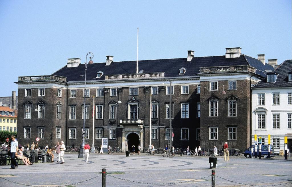 Kopenhagen: Königlicher Neumarkt Schloss Charlottenborg (2001)