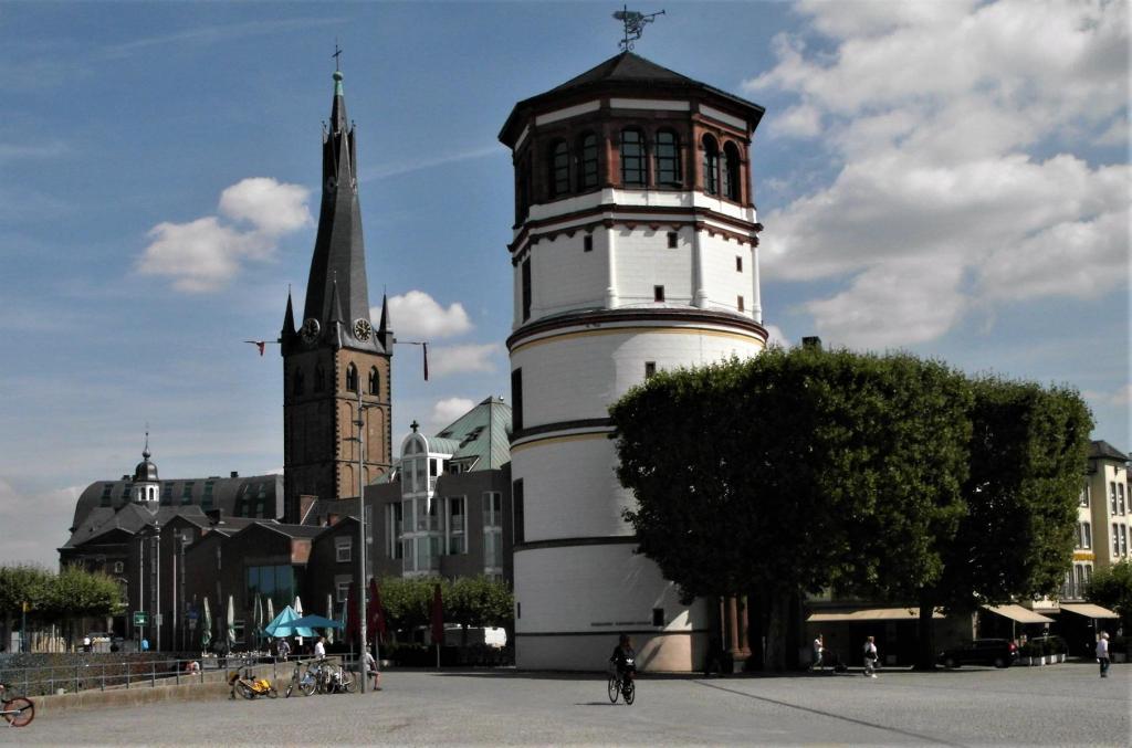 Düsseldorf: Lambertikirche und Schlossturm (2018)