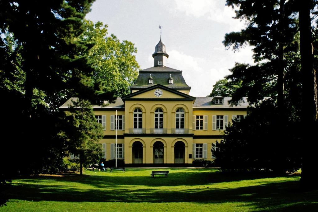 Düsseldorf: Schloss Eller (1980er Jahre)