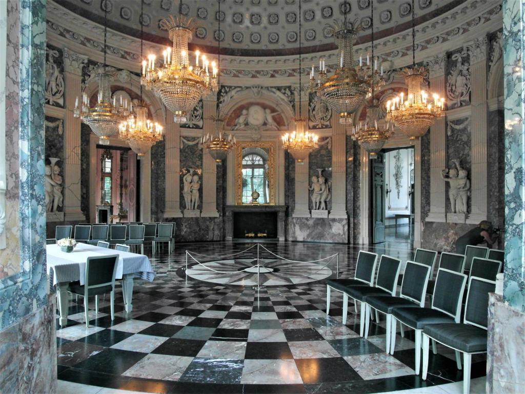 Düsseldorf: Schloss Benrath - Kuppelsaal (1985)