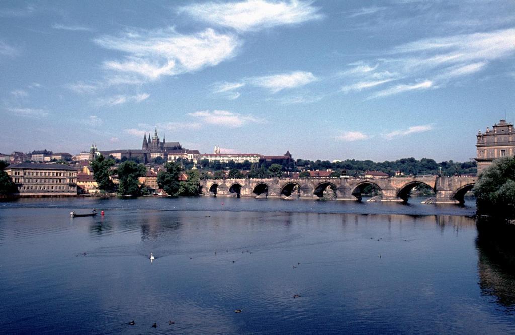 Prag: Karlsbrücke und Hradschin (1982)