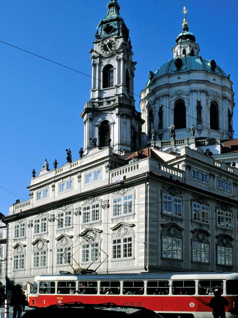 Prag: Nikolauskirche [mit Vorbau] (2004)