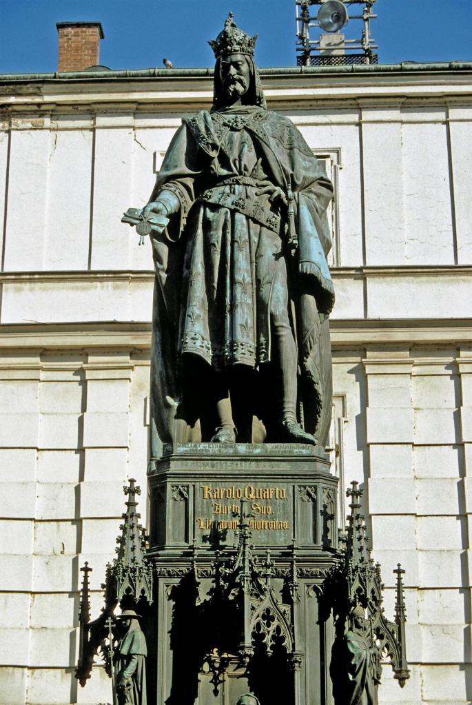 Prag: Denkmal Kaiser Karls IV. [1848] beim Altstädter Brückenturm (2004)