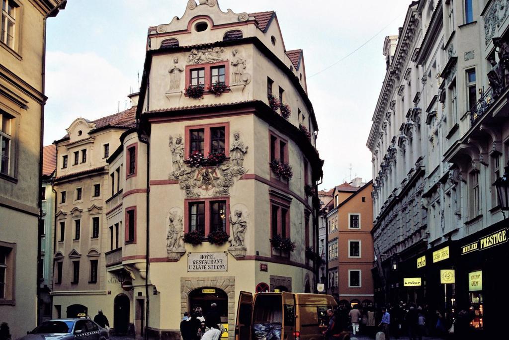 Prag: Haus zum goldenen Brunnen in der Karlsgasse (2004)
