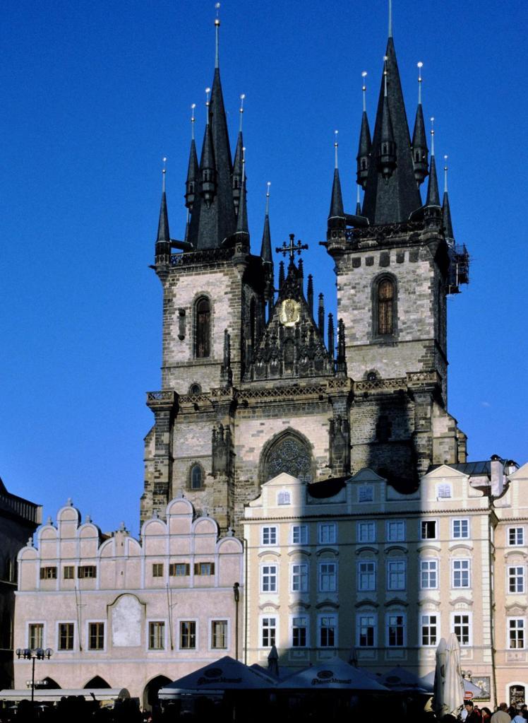 Prag: Altstädter Ring und Teynkirche (2004)