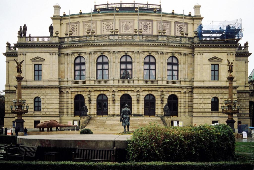 Prag: Rudolfinum (2004)