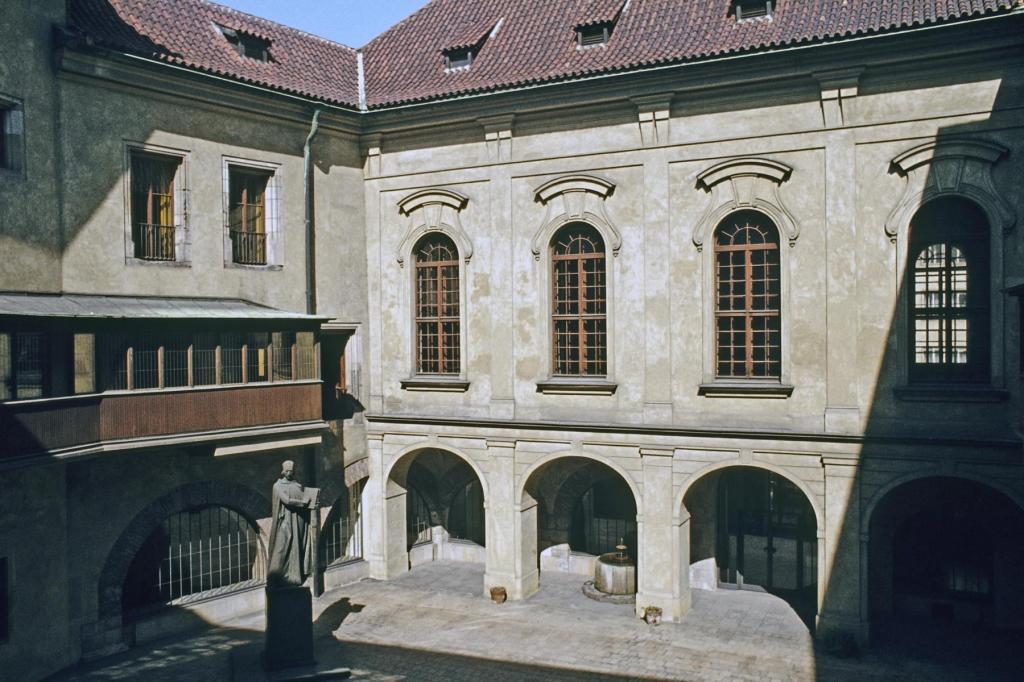 Prag: Carolinum [Universität] - Innenhof (2004)