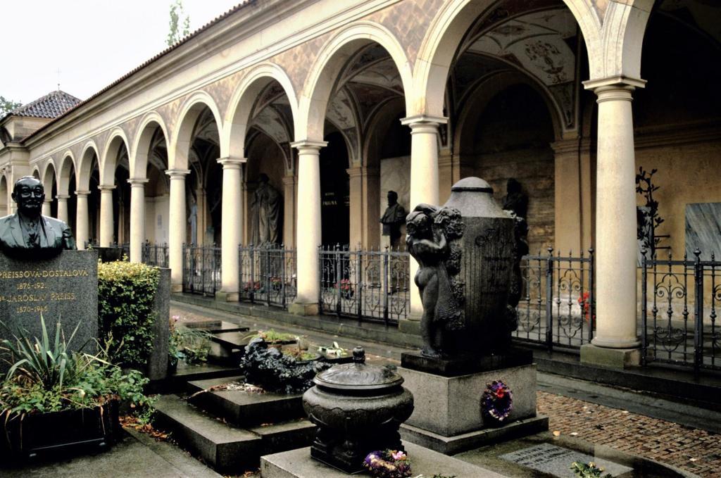 Prag: Wyschehrad - Ehrenfriedhof (2004)