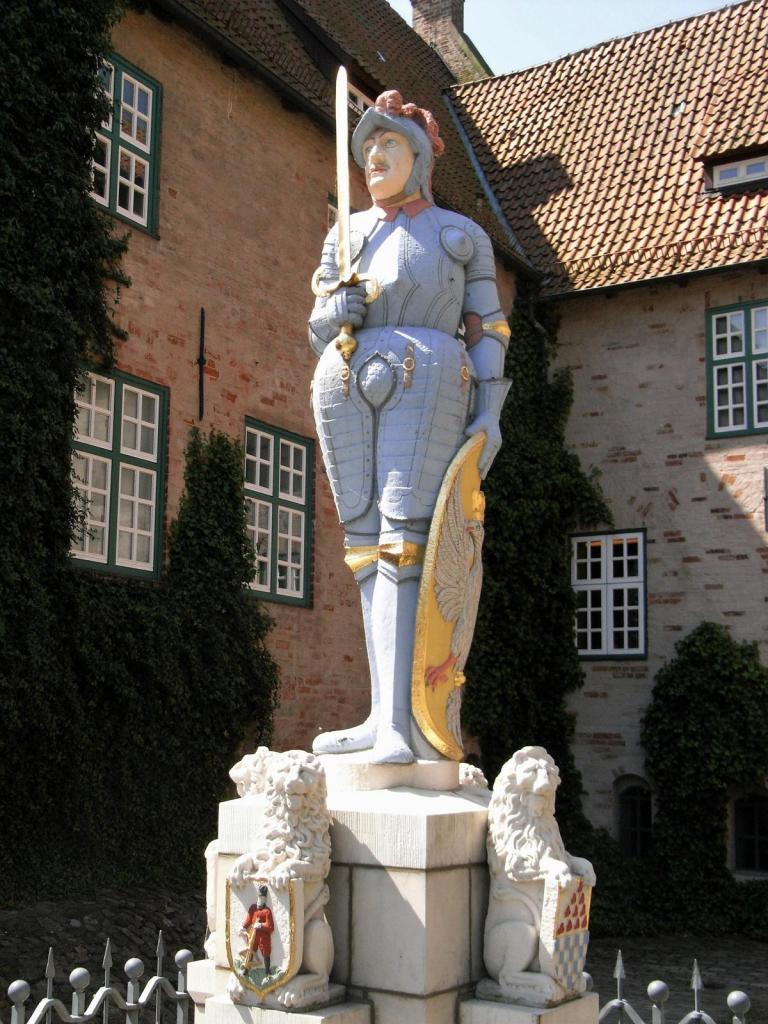 Bad Bederkesa: Rolandfigur im Burghof (2009)