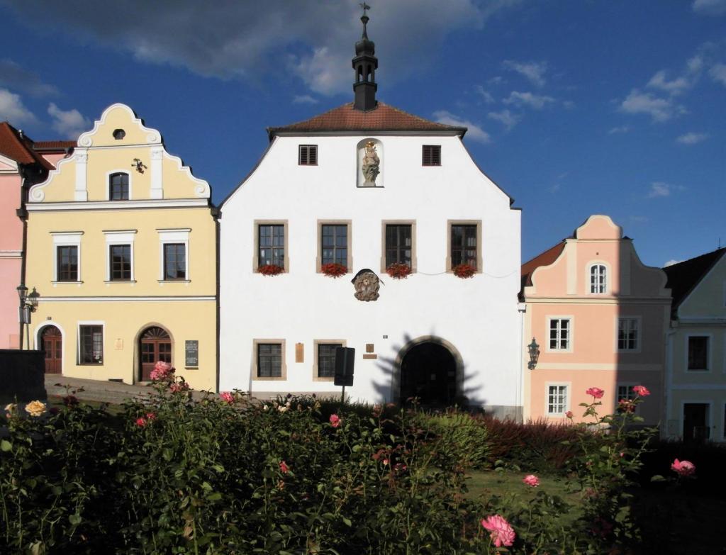 Bischofteinitz [tschech. Horsovský Týn]: Rathaus (2020)