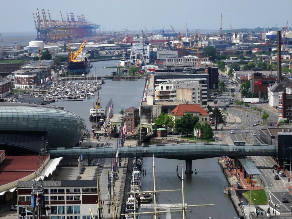 Bremerhaven: Blick nach Norden zu den Hafenanlagen (2018)