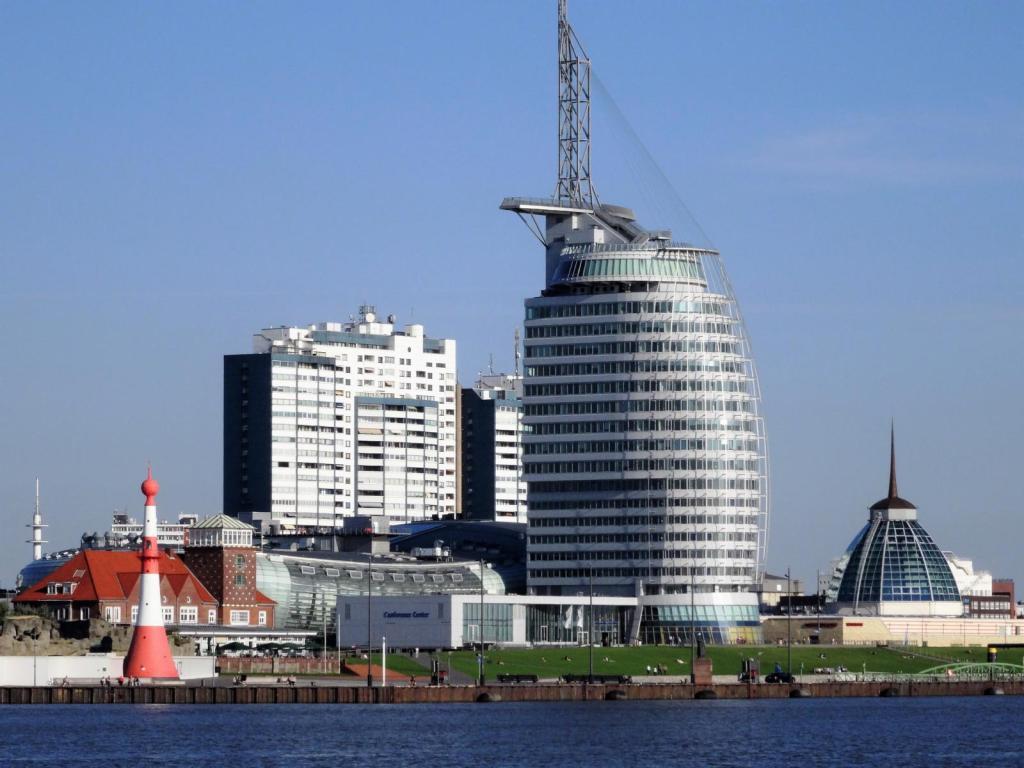 Bremerhaven: Strandhalle - Klimahaus - Sail City Hotel - Mediterraneo (2016)