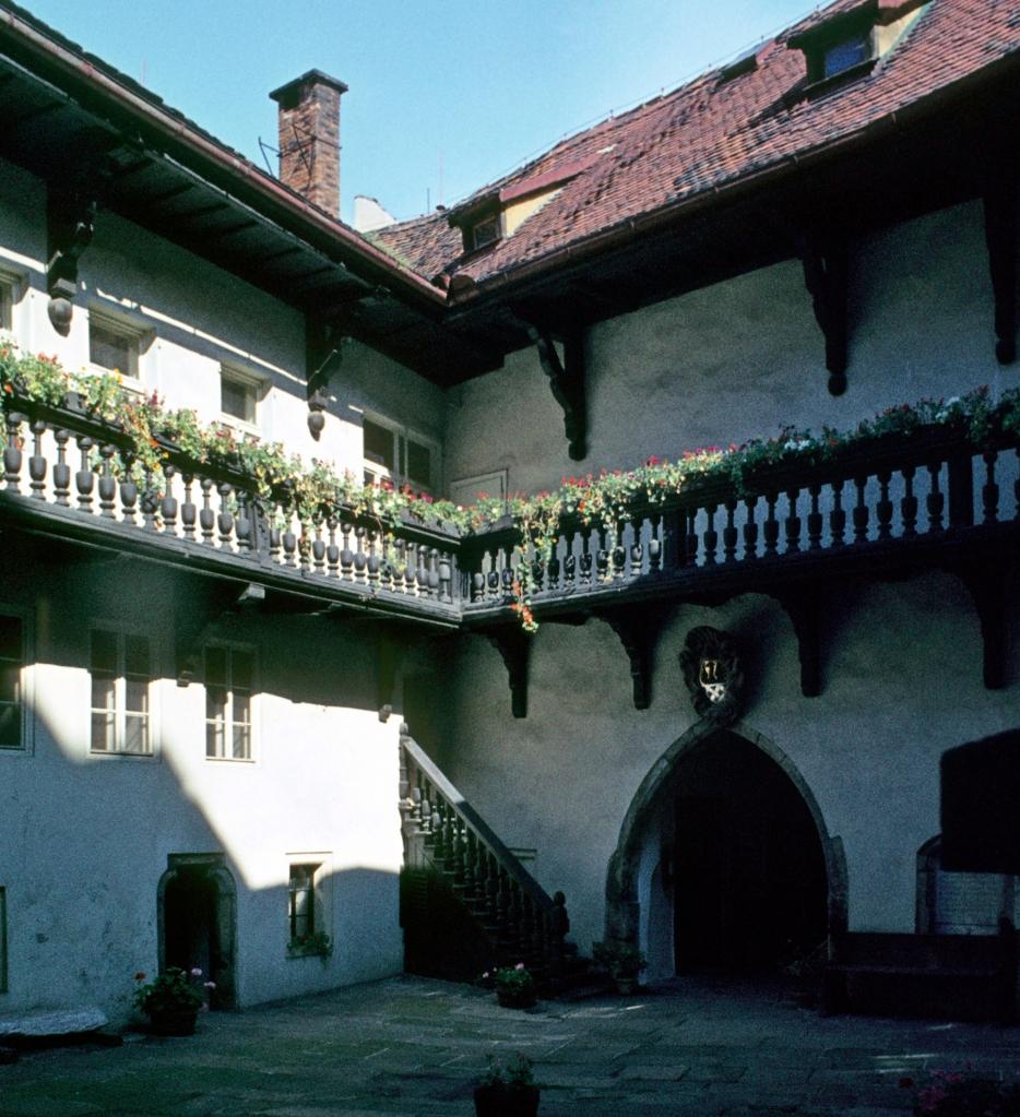 Eger [tschech. Cheb]: Stadthaus - Innenhof (1982)
