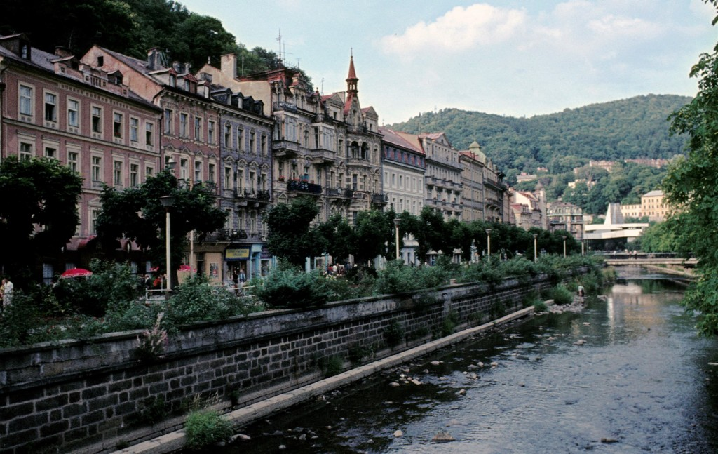 Karlsbad [tschech. Karlovy Vary]: Fluss Tepl beim Hotel Pupp (1982)