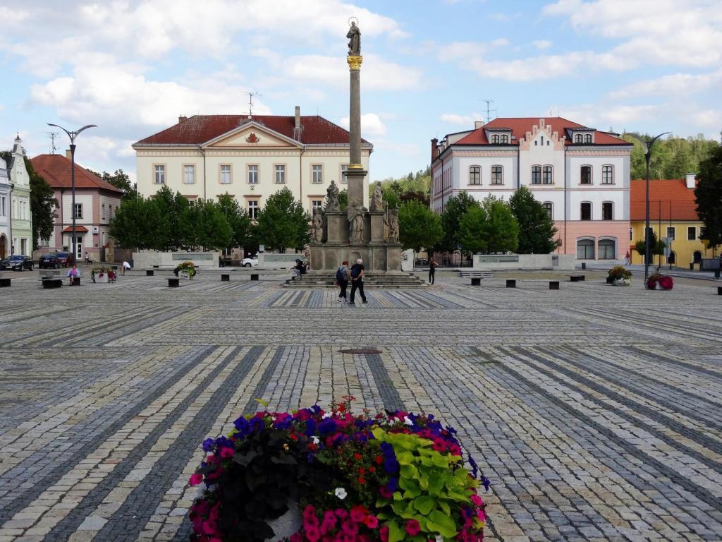 Mies [tschech. Střibro]: Marktplatz mit Mariensäule (2020)