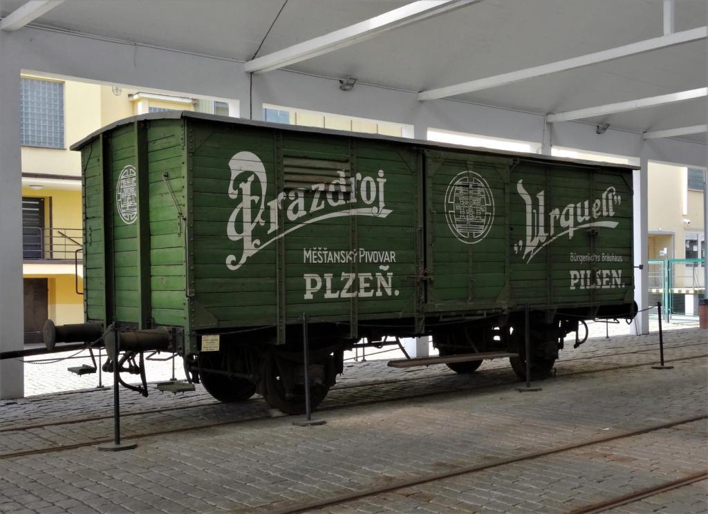 Pilsen [tschech. Plzň]: Pilsner Urquell-Brauerei - Eisenbahnwaggon (2020)