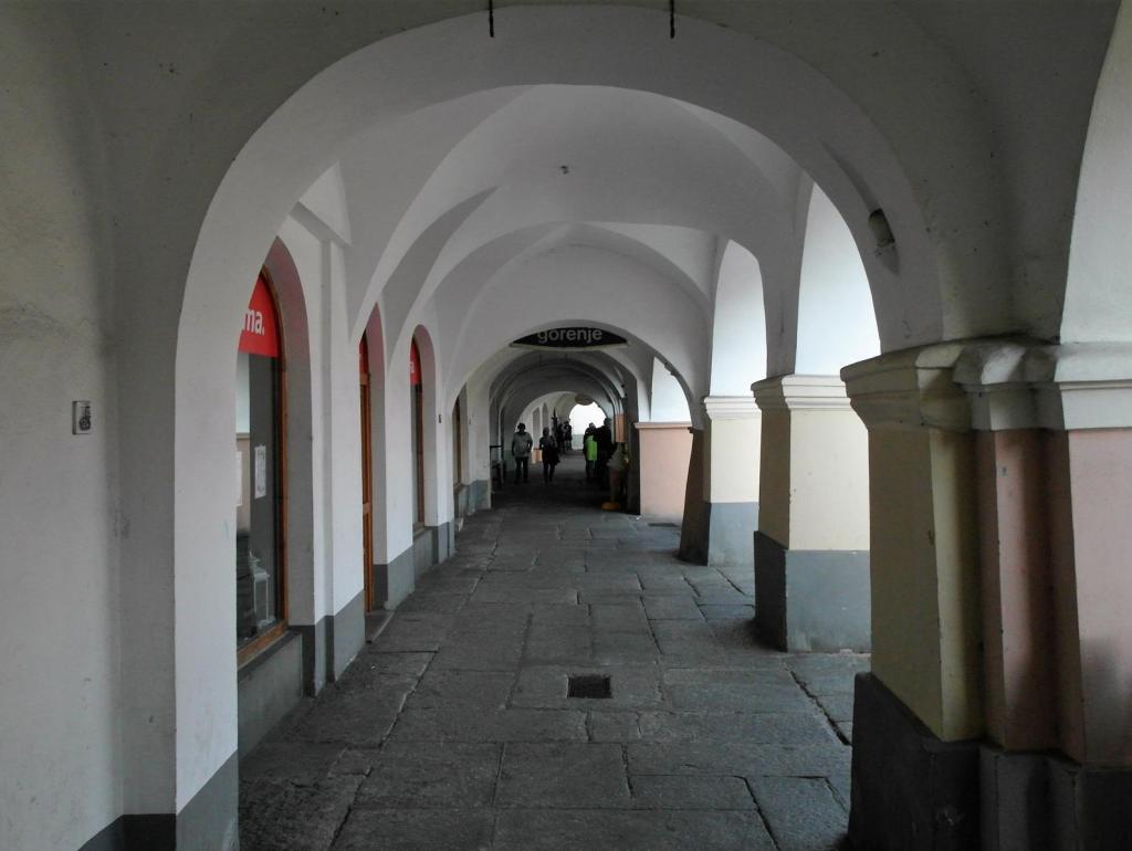 Taus [tschech. Domažlice]: Marktplatz - Laubengang (2020)