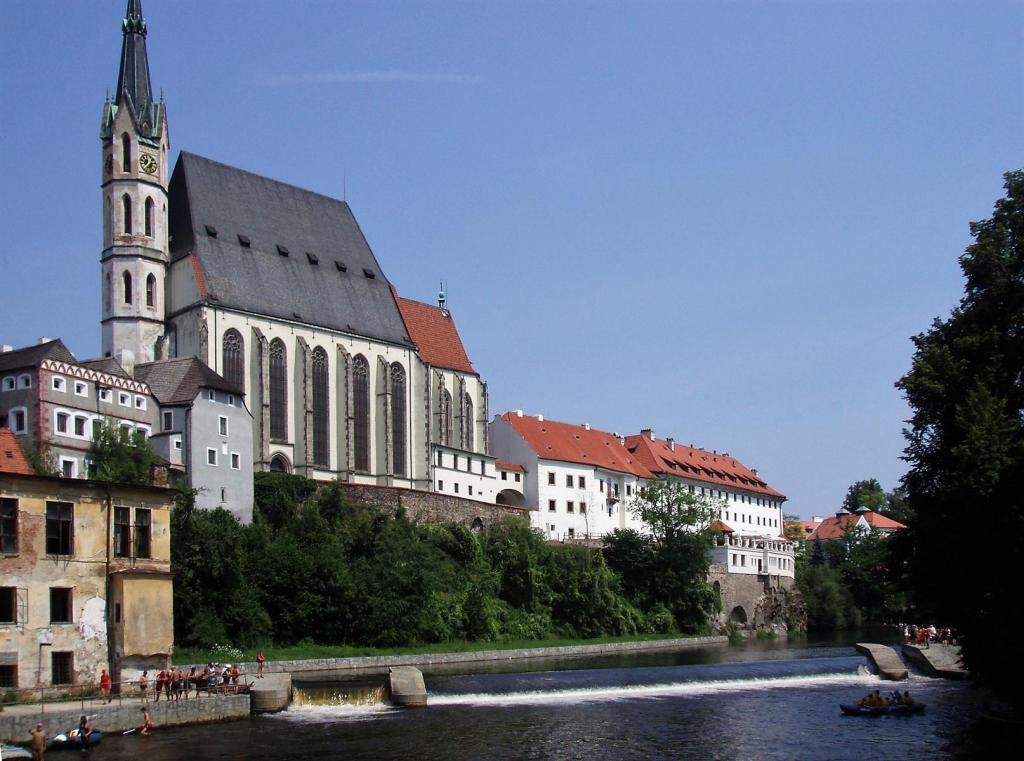 Krumau [tschech. Český Krumlov]: Veitskirche - Prälatur - Jesuitenkolleg (2006)
