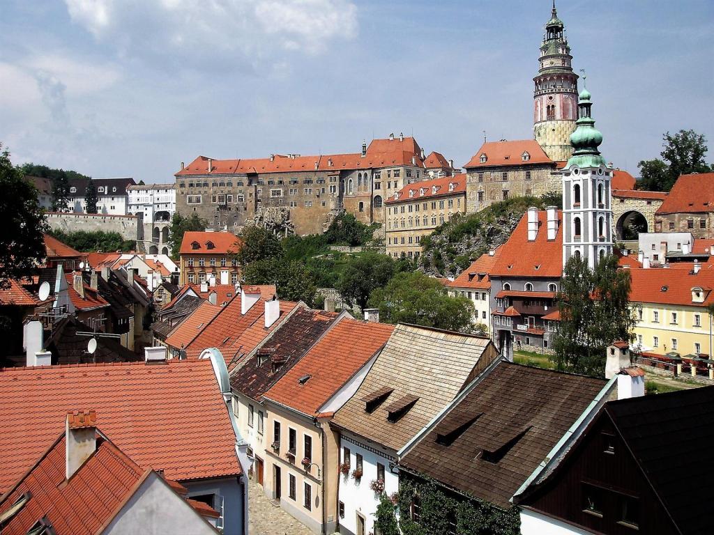 Krumau [tschech. Český Krumlov]: Blick zum Schloss (2006)