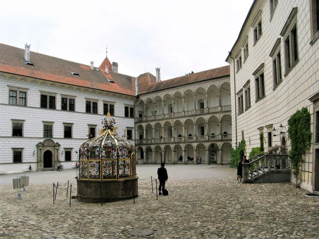 Neuhaus [tschech. Jindřichův Hradec]: Schloss - Innenhof (2008)