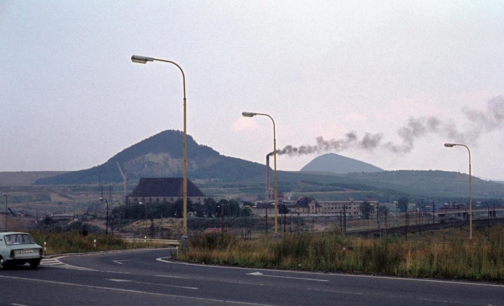 Brüx [tschech. Most]: ehemaliger Stadtkern im Braunkohleabbaugebiet (1982)