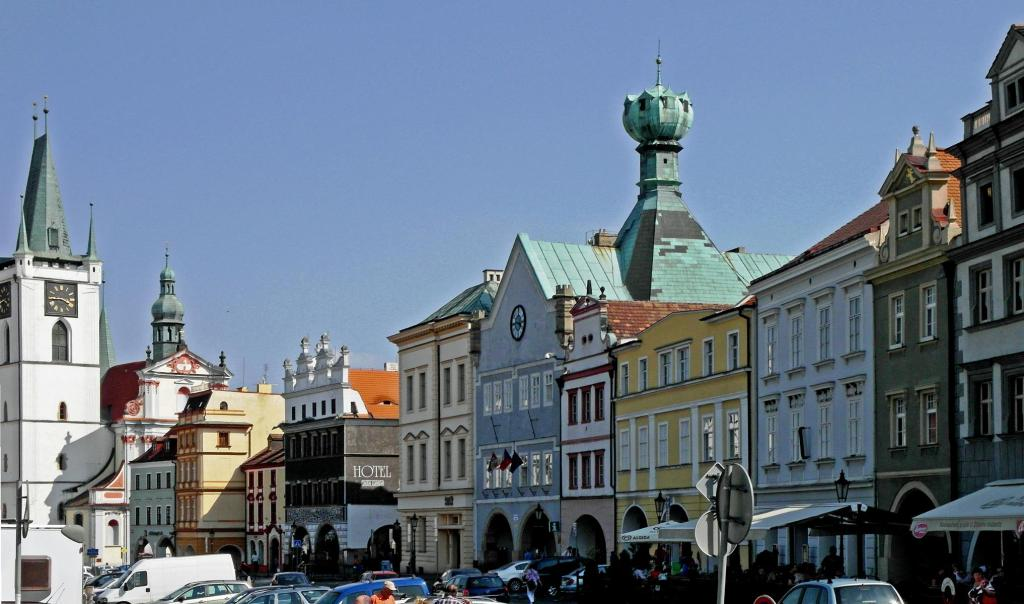 """Leitmeritz [tschech. Litoměřice]: Marktplatz mit dem """"Haus zum Kelch"""" (2012)"""