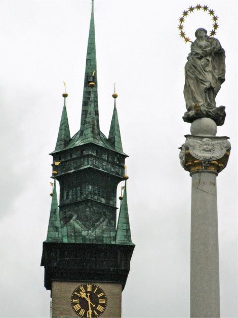 Znaim [tschech. Znojmo]: Rathausturm und Pestsäule (2008)