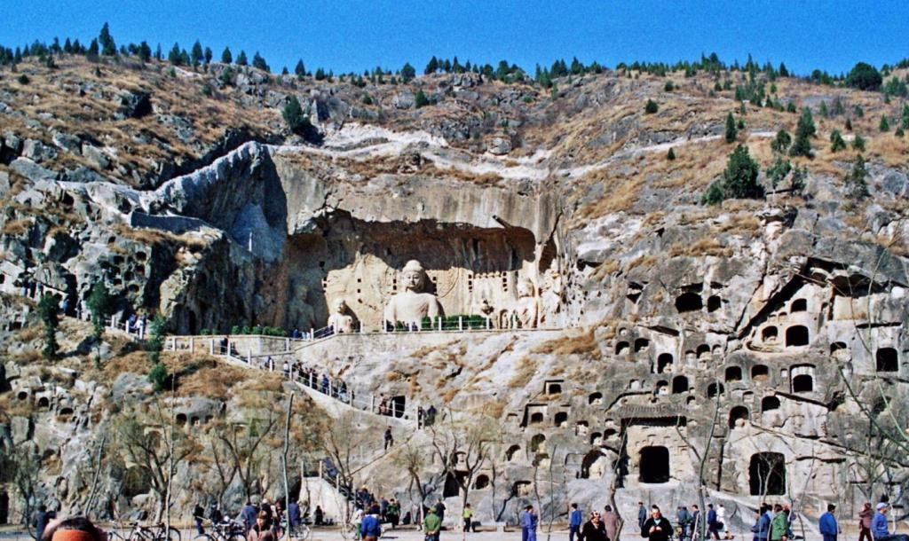 Lungmen-Grotten bei Loyang [Luoyang] (1979)